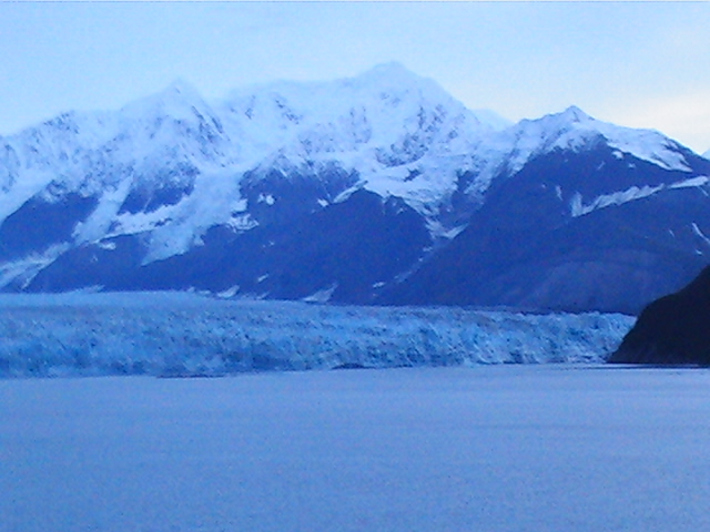 32_hubbard_glacier_and_mountains